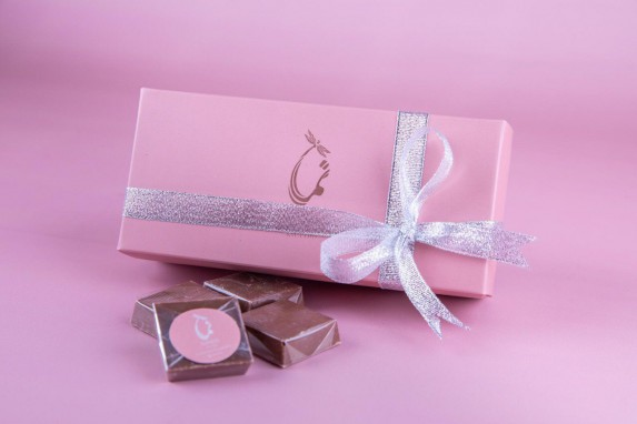 Nama pink Box with 1/4 kilo of chocolates